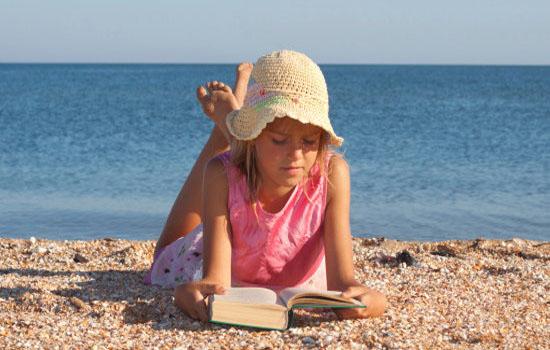 Πρέπει τα μικρά παιδιά να διαβάζουν στις διακοπές;