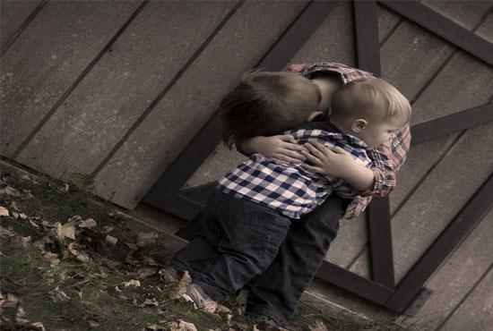 Μια αγκαλιά αξίζει όσο χίλιες λέξεις!